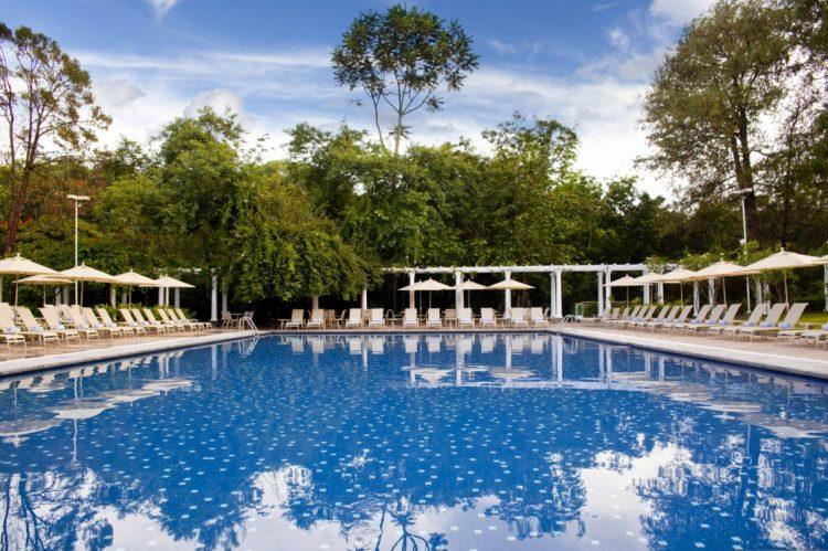 Grande Hotel São Pedro - O local tem ótimos ambientes de lazer, como a piscina, e preza pela culinária. Sua área abriga uma das melhores escolhas de gastronomia do Brasil.