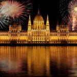"""Em """"Budapest"""" o cantor George Ezra fala que deixaria sua casa, amigos e família na capital da Hungria para ficar com sua amor"""