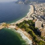 """O músico Tim Maia fala sobre diversas praias cariocas na faixa """"Do Leme ao Pontal"""""""