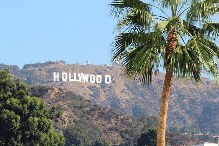 """A queridinha Hollywood é uma das estrelas de """"Café Society"""" (2016) e também marca presença no clássico """"Noivo Neurótico, Noiva Nervosa"""" (1977)"""