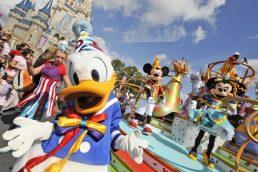 De longe, o Disney Magic Kingdom é o parque de diversões mais famoso de Orlando. Independentemente da idade, muita gente se emociona ao ver o famoso castelo do complexo ao vivo