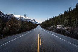 Quem visita a região das Montanhas Rochosas, no Canadá, nunca mais esquece! Não é à toa que a Icefields Parkway (Highway 93) é considerada pelos viajantes uma das estradas mais lindas do mundo. A rodovia que interliga os parques nacionais de Banff e Jasper é cercada por montanhas, cachoeiras e florestas