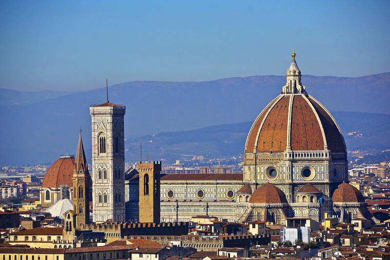 """Também com base nos livros de Dan Brown, """"Inferno"""" (2016) mostra as aventuras de Robert Langdon (Tom Hanks) pelas ruas de Florença, na Itália"""