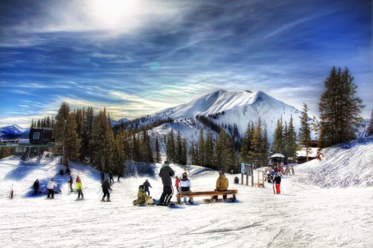 A cidade de Aspen, que fica na região do Colorado, nos EUA, atrai turistas do mundo inteiro. Suas montanhas, estrutura e clima são ideais para os amantes dos esportes de neve