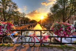 """Livros que vão te deixar com vontade de viajar: A cidade de Amsterdã é retratada em várias partes do romance """"A Culpa é das Estrelas"""", de John Green. Depois da leitura dá uma vontade danada de se mandar para a capital holandesa"""