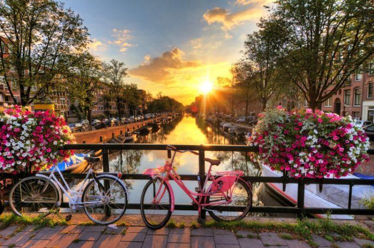 """A cidade de Amsterdã é retratada em várias partes do romance """"A Culpa é das Estrelas"""", de John Green. Depois da leitura dá uma vontade danada de se mandar para a capital holandesa"""