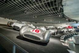 Os modelos são apresentados em ordem cronológica, desde os primeiros carros da montadora até os conceitos futuristas. Também existem setores dedicados a bólidos, caminhões e ônibus