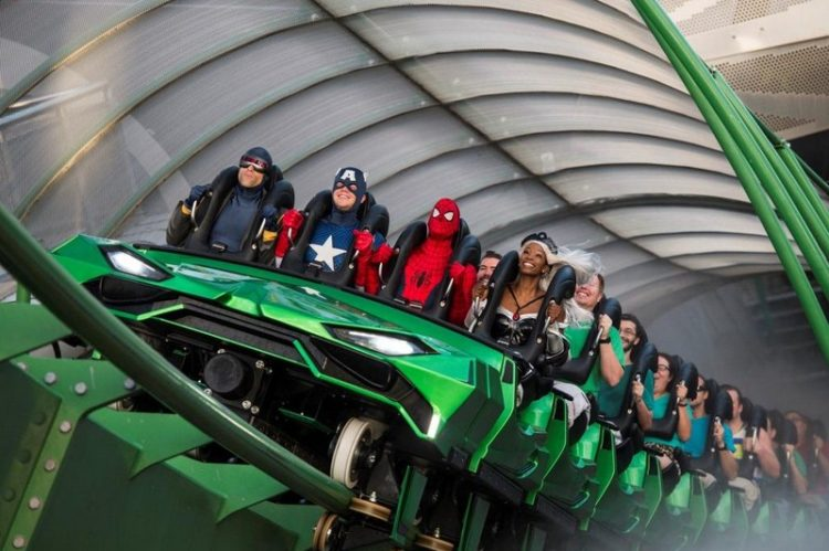 Se você gosta de velocidade, não deixe de dar uma volta na montanha-russa Incredible Hulk Coaster. A atração é uma das queridinhas do público graças à arrancada inicial, que alcança uma velocidade de 108 km/h