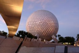 Spaceship Earth, no Epcot, em Orlando, nos Estados Unidos