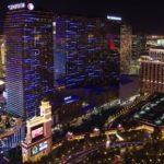 Além dos shows de artistas reconhecidos internacionalmente, o The Cosmopolitan of Las Vegas atrai visitantes por conta de seu cassino e de suas atrações gastronômicas. Vale a pena fazer uma visita ao The Chandelier, bar com decorações que fazem o ambiente parecer um lustre de cristal gigante