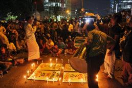 Bangladesh, também na Ásia, é um país quase que totalmente rodeado pela Índia. O islã é a religião predominante por lá, seguido pelo hinduísmo. Destaque para os diversos templos da região