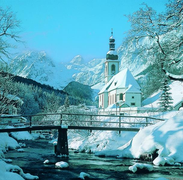 Berchtesgaden, na Alemanha. Igreja no inverno