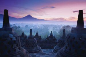 Templo Borobudur durante o nascer do Sol