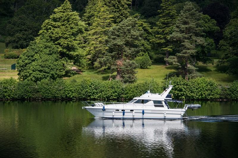 Passeio de barco no Lago Ness