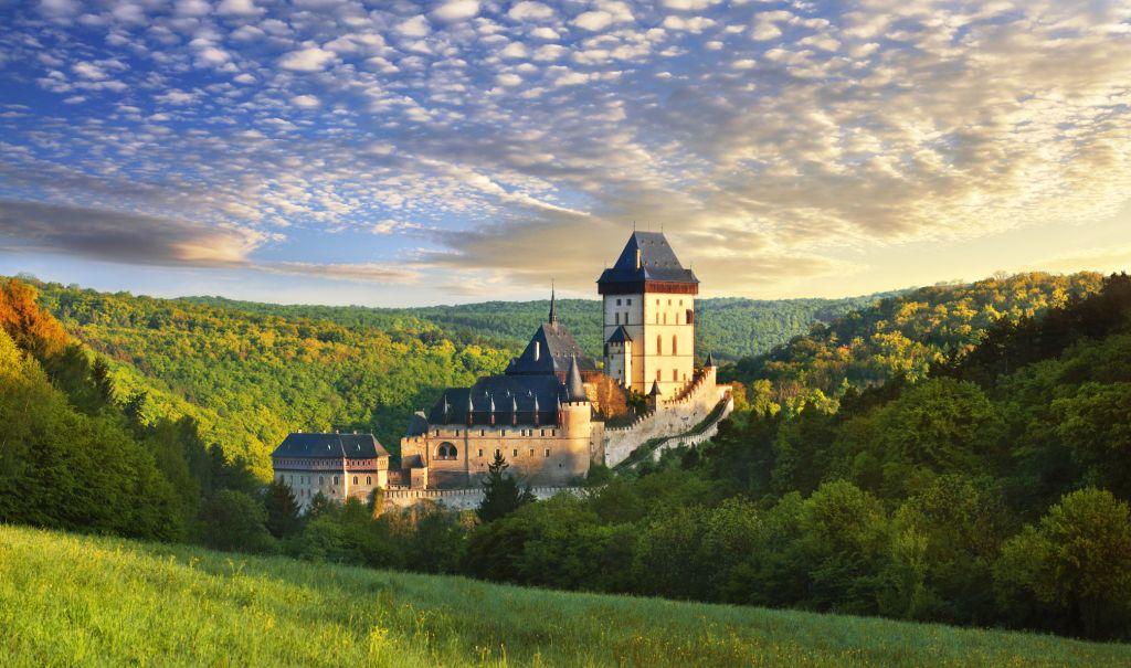 Castelo de Karlštejn foi construído no século 14 e conta com estilo gótico |Divulgação