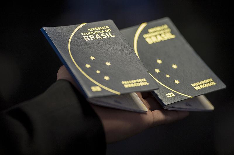 Para tirar o visto americano é preciso ter passaporte válido por pelo menos seis meses além do período de estadia nos Estados Unidos