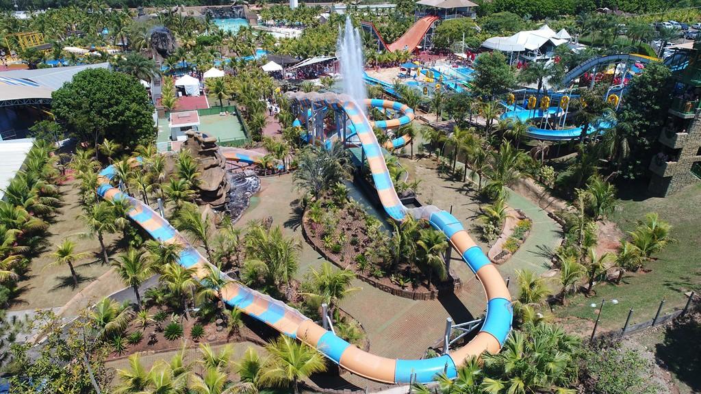 A montanha-russa aquática é uma das principais atrações do parque |Divulgação