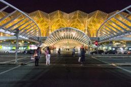 Desenhada por Santigo Calatrava, mesmo arquiteto que projetou o Museu do Amanhã, no Rio de Janeiro, a Gare do Oriente empresta ares de modernidade à tradicional Lisboa, em Portugal