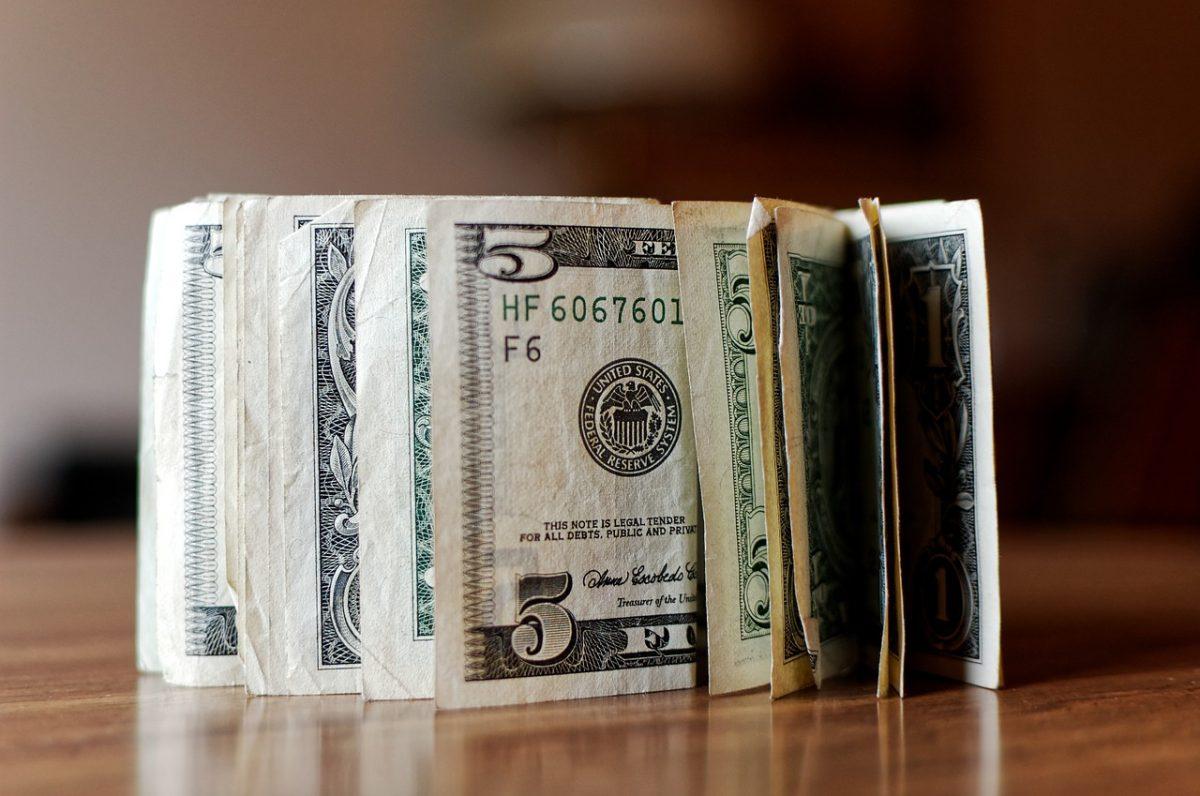 Artigo: como viajar com o dólar nas alturas