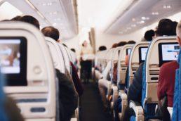 Veja 5 cuidados com a audição durante os voos |Suhyeon Choi on Unsplash