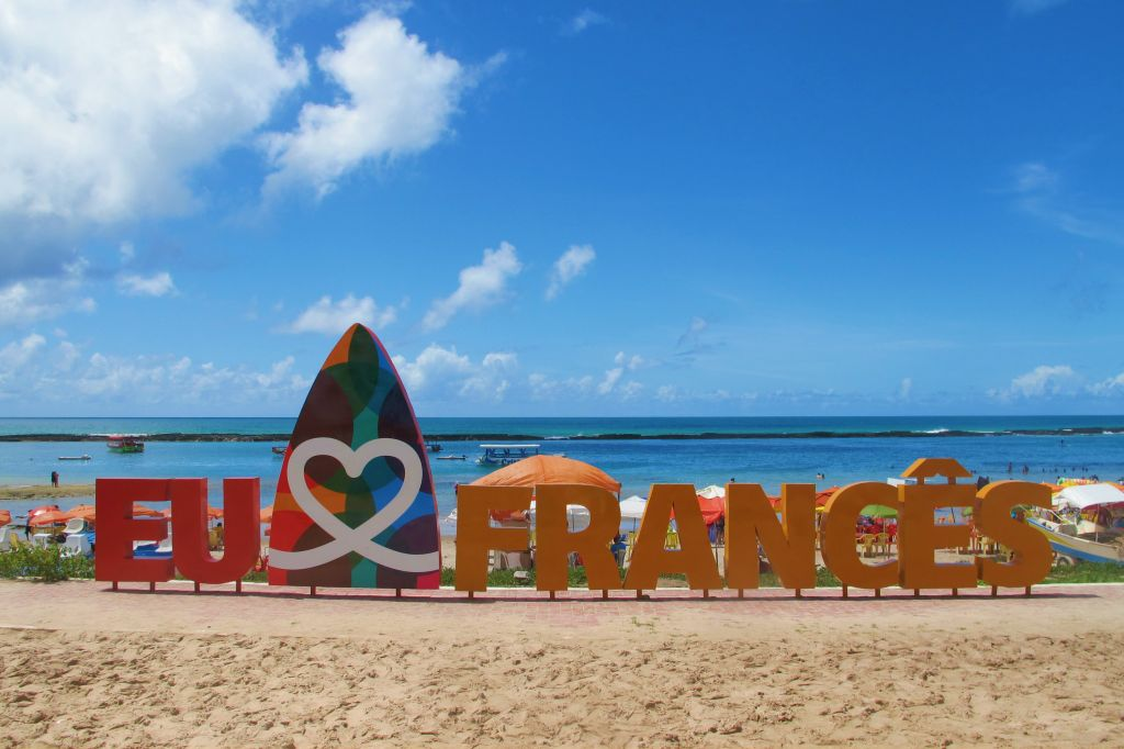 Praia do Francês também é escolhida por surfistas |Divulgação