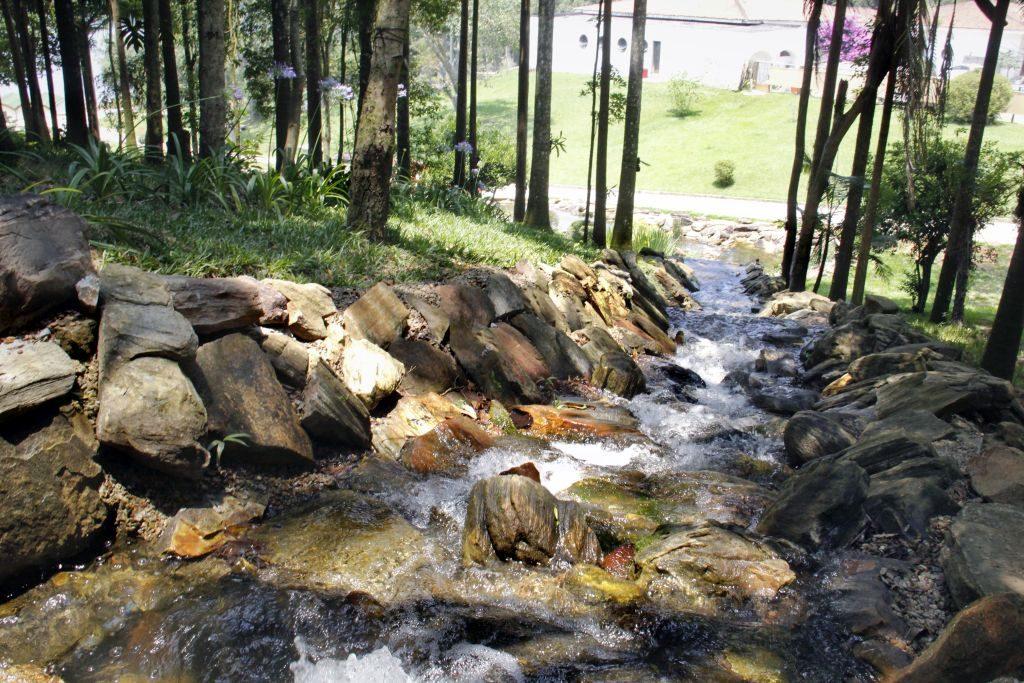 Cachoeira fica nas proximidades da torre | Divulgação