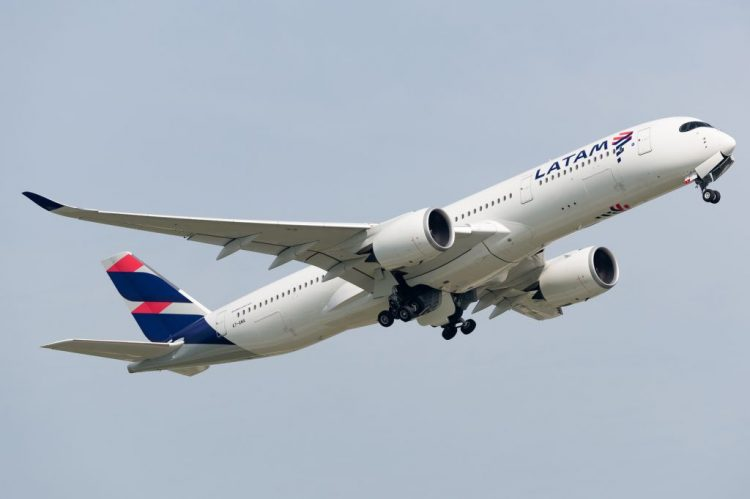 Latam anuncia voos para a Bolívia e ampliação da rota para Boston |Foto: DirtyCrow Planespotting on Visualhunt.com / CC BY-NC-SA