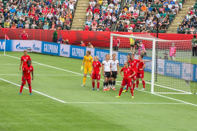 """Principal torneio do futebol feminino será realizado no país em 2019   <a href=""""https://www.flickr.com/photos/iqremix/18821437173/"""">IQRemix</a> on <a href=""""https://visualhunt.com/photos/women/"""">Visual hunt</a> / <a href=""""http://creativecommons.org/licenses/by-sa/2.0/""""> CC BY-SA</a>"""