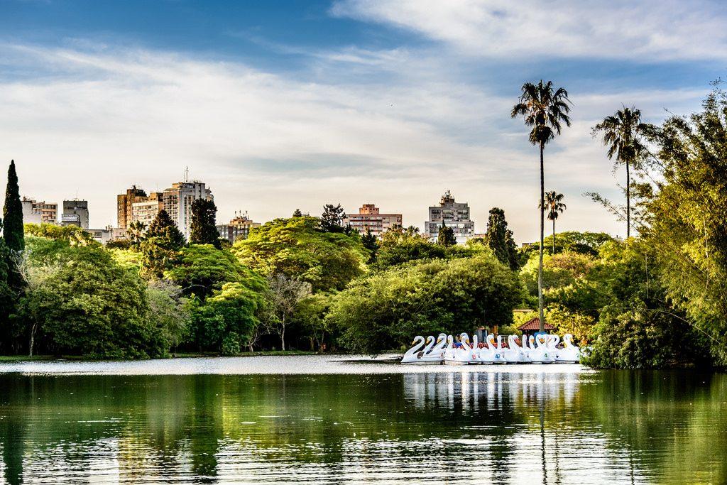 "Vista de Porto Alegre | <a href=""https://www.flickr.com/photos/eliezerpedroso/15686215099/"">EliezerPedroso</a> on <a href=""https://visualhunt.com/"">Visualhunt</a> / <a href=""http://creativecommons.org/licenses/by/2.0/""> CC BY</a>"
