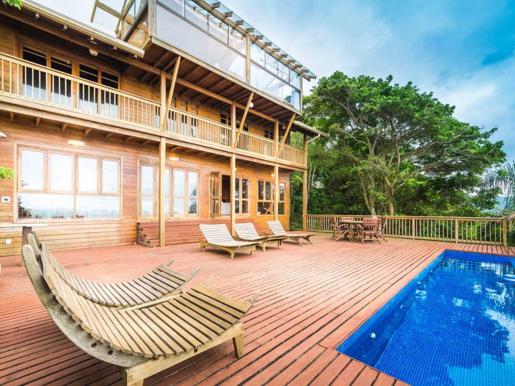 Casa quase toda de madeira em Florianópolis | Divulgação