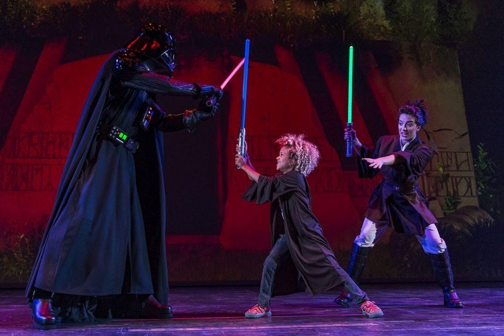 Criança brinca com Darth Vader | Divulgação