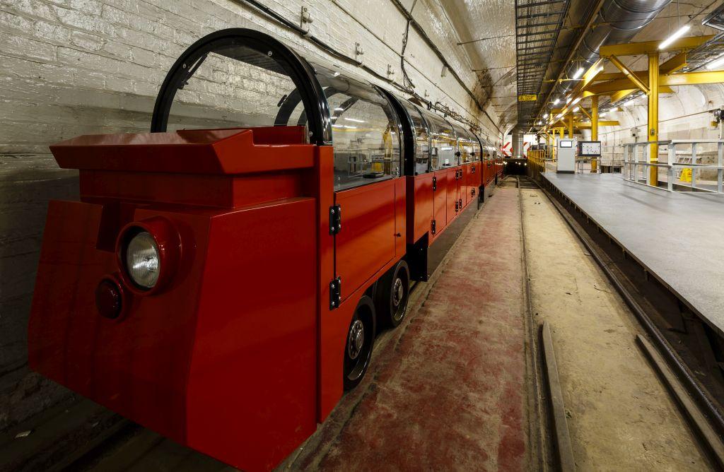 É possível conhecer trens antigos dos correios de Londres