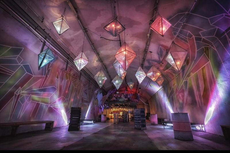 Local reúne artes e teatro debaixo do solo londrino