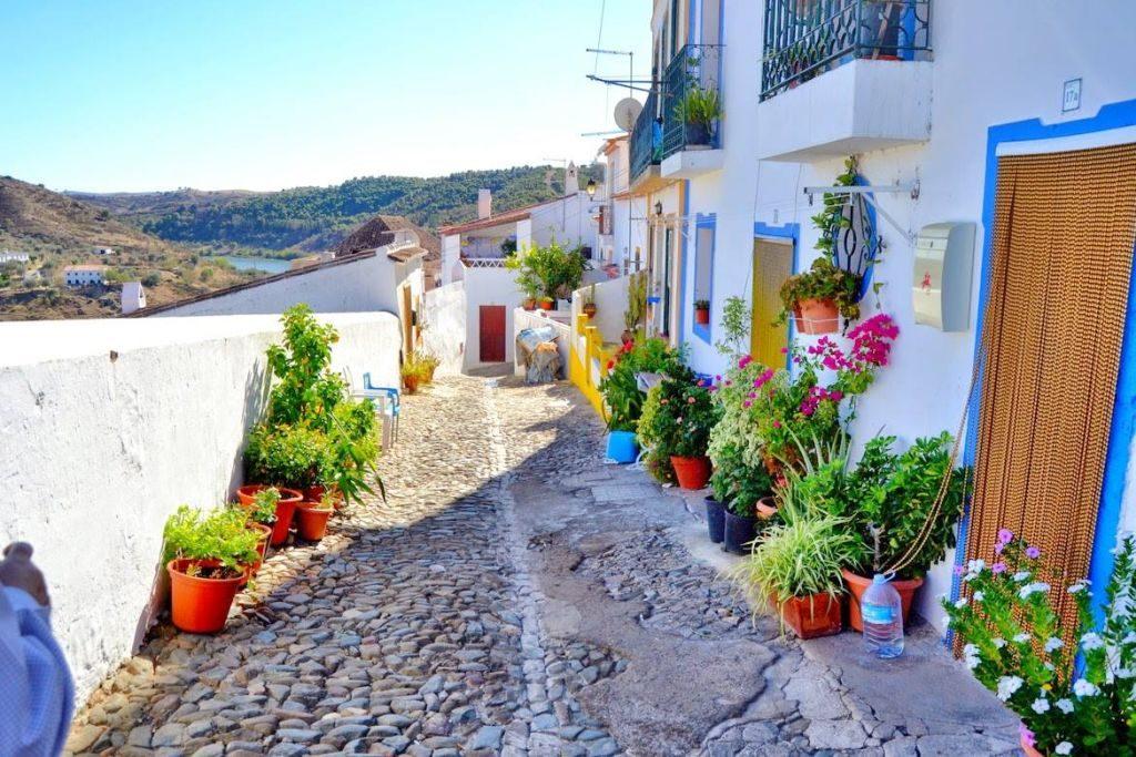Vila em Portugal com arquitetura diferenciada | Divulgação