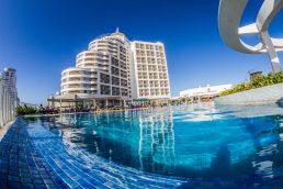 Fim do verão faz resort em Punta del Leste anunciar uma promoção para a hospedagem