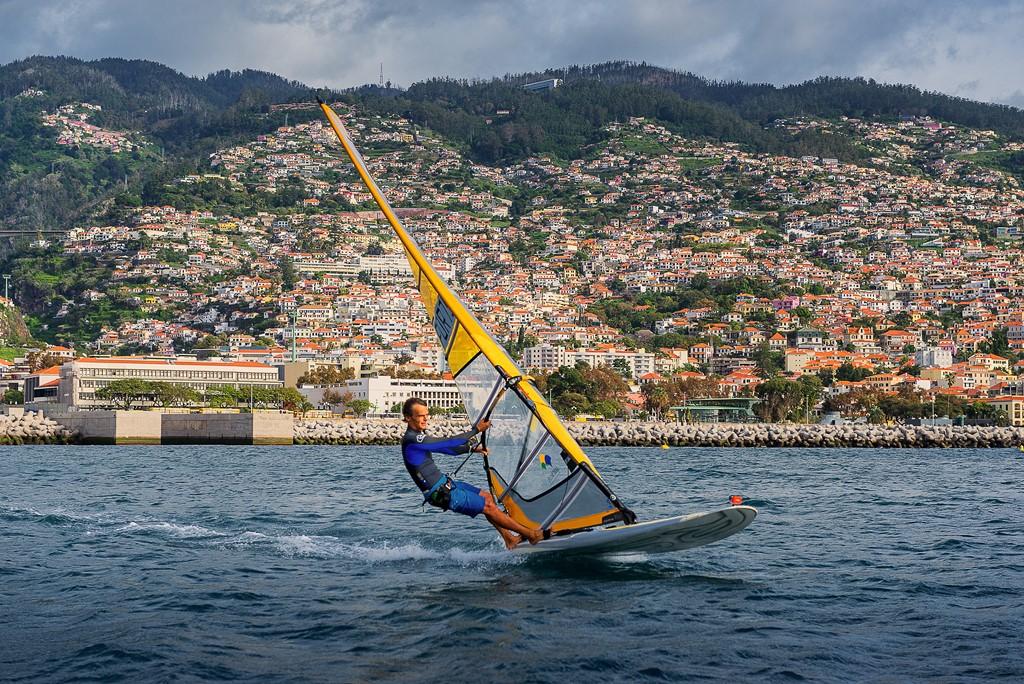 Windsorf, uma das atividades típicas de Funchal, na Ilha da Madeira