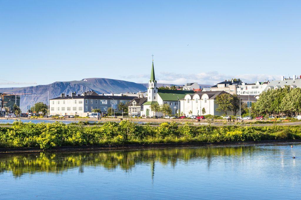 Horizonte de Reykjavic em um dia de verão | Divulgação