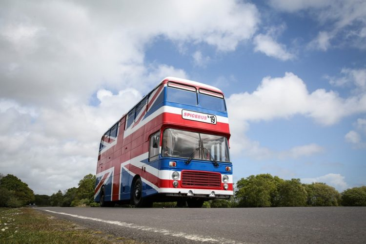 Airbnb disponibiliza o ônibus das Spice Girls para aluguel
