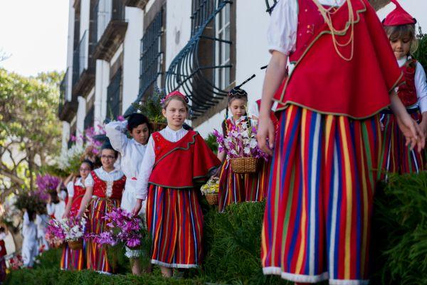 Crianças na Festa da Flor, em Portugal | Divulgação