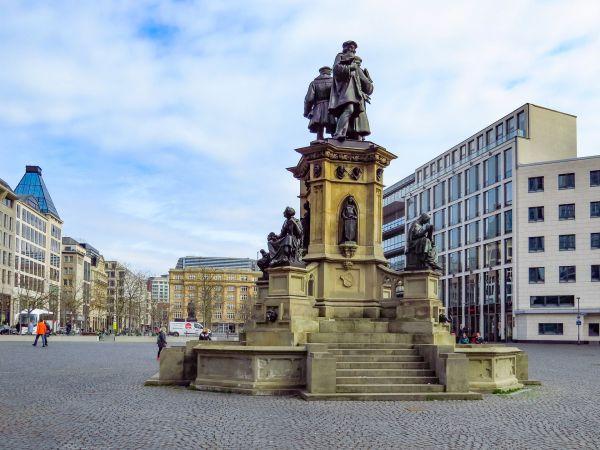As cidades de Frankfurt e Munique são opções para os estudantes | Divulgação