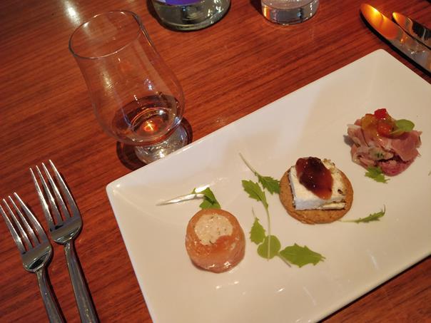Restaurante em museu do whisky na Escócia