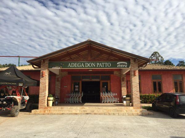 Na adega da Vila Don Patto, é possível encontrar bebidas selecionadas | Divulgação