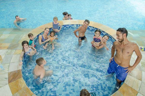Recreação na piscina térmica IL Campanario | Divulgação