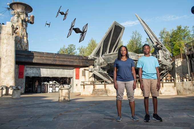 A Magic Shot is one of the ways Disney PhotoPass enhances photos of guests visiting Star Wars: Galaxy's Edge. With Disney PhotoPass Service, Disney cameras capture vacation moments throughout Walt Disney World Resort. Guests can view and purchase their photos online or in the My Disney Experience app. (Disney)
