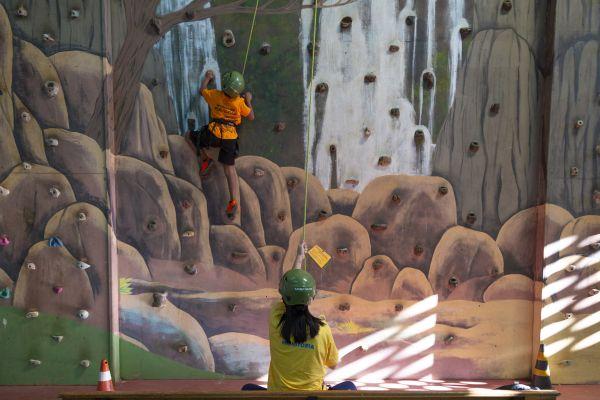 Parede de escadala no ginásio do Brotas Eco Resort | Divulgação