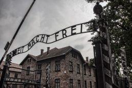Auschwitz, Polônia - No campo de concentração de Auschwitz, estima-se que mais de um milhão de pessoas foram mortas por diversos meios como câmaras de gás, fome e até fuzilamento | Pixabay