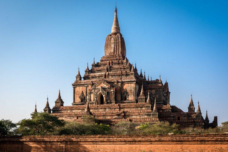 Casas tradicionais de teca birmanesa, Mianmar - A região de Mianmar precisa do fortalecimento dos sistemas históricos de conhecimento, porque o desejo por diferentes padrões de vida está causando o desaparecimento generalizado de uma tipologia arquitetônica vernacular, exigindo estudo e documentação | ravalli1 on Visual hunt / CC BY-NC-SA