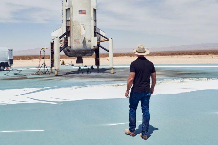 Dono da Amazon vai viajar a turismo para o espaço